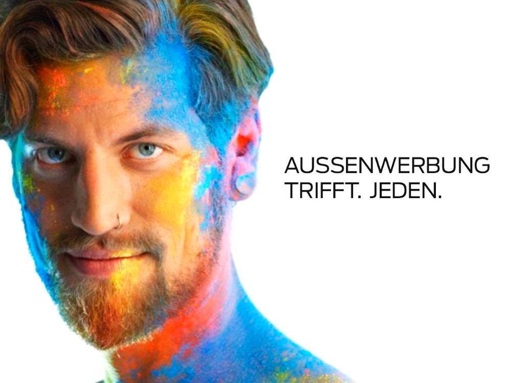 Stahltisch Trifft Auf Weisse : Mein plakat news aussenwerbung trifft jeden