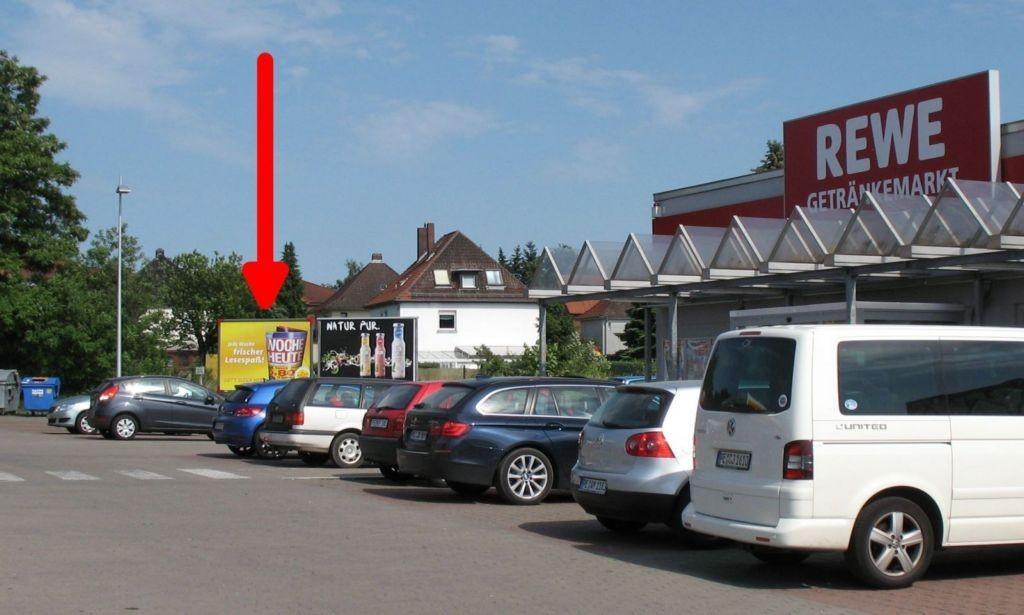 Fritz-Stegen-Allee 3. REWE u. Tankstelle. l.T.