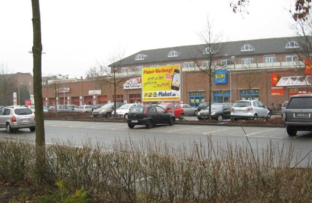 Osnabrücker Str. 84. EKZ. Sicht Parkplatz