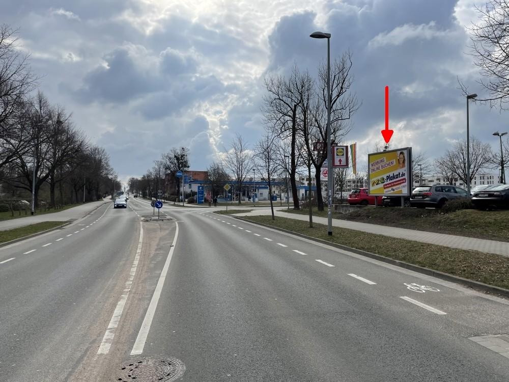 Güstrower Str. 34. REWE. Sicht Straße