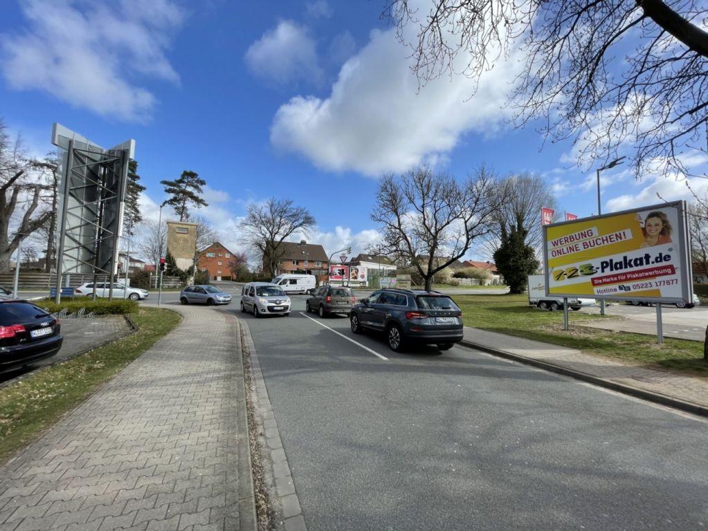 Wiesenweg 2. REWE. Sicht Straße