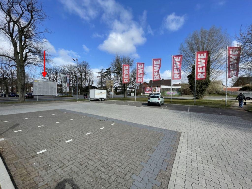 Wiesenweg 2. REWE. Sicht Markt