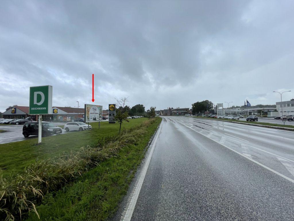 Von-Humboldt-Straße 1. Lidl. Sicht Straße