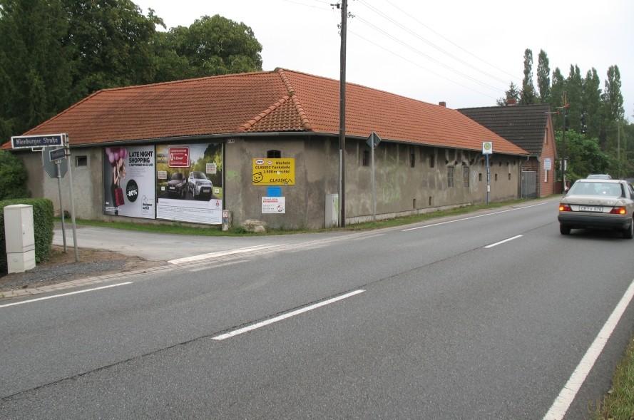 Nienburger Str./Kämpfersweg. l.T. quer