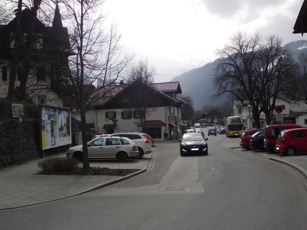 Mittenwalder Straße 1. gegenüber Hotel Mercure