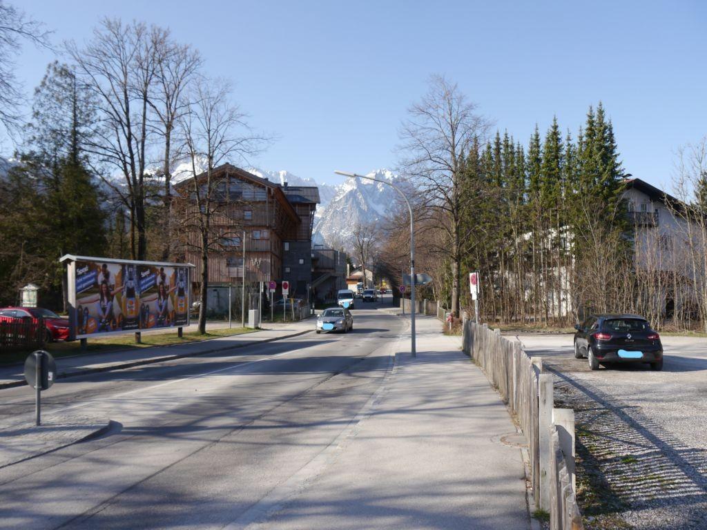 Alleestraße 28, gegenüber Wittelsbacher Park