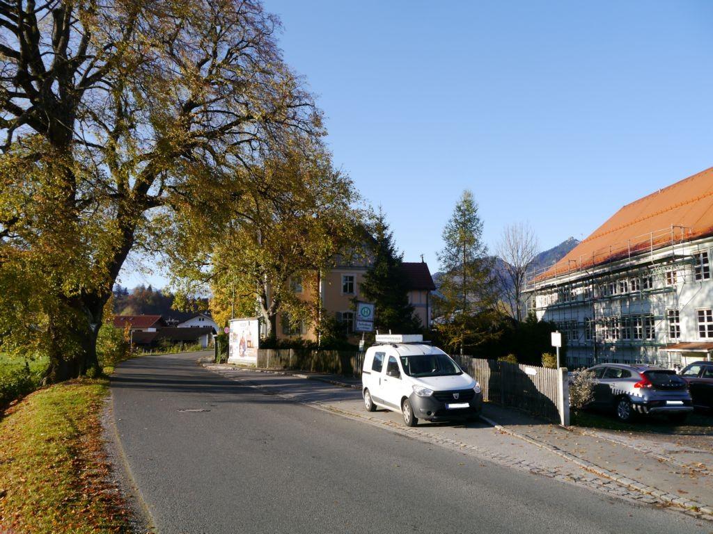 Bei der Volksschule, Murnauer Straße 13