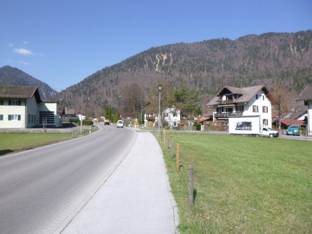 An der B23 Ortsausgang in Richtung Passionsspielort Oberammergau