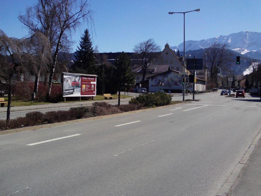 B2 Hauptstraße Richtung München, Ecke Hindenburgstraße
