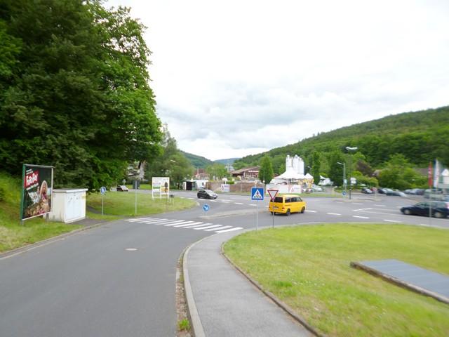 Konrad-Zirkel-Straße / Kissinger Straße, B 286 gg. VW