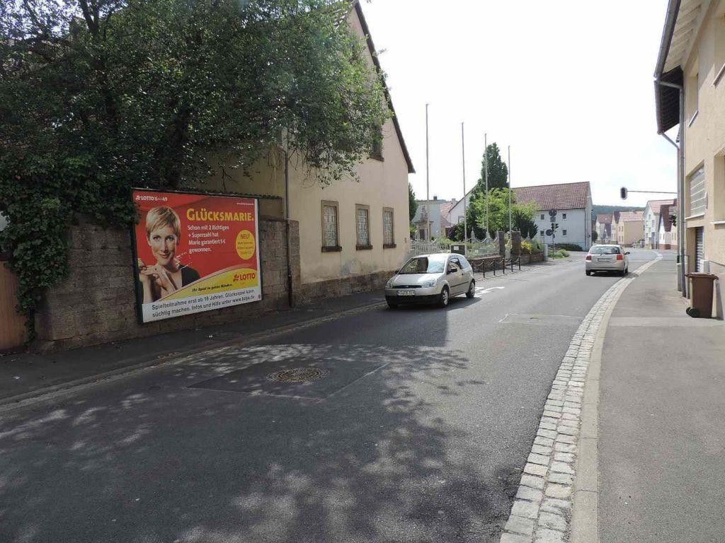 Kissinger Str. 51 gg. Kaufhaus Renninger, nh. Kirche