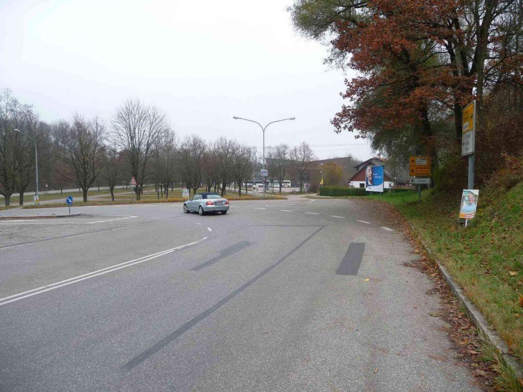 Burghauser Straße nh. Parkplatz, Keltenhalle