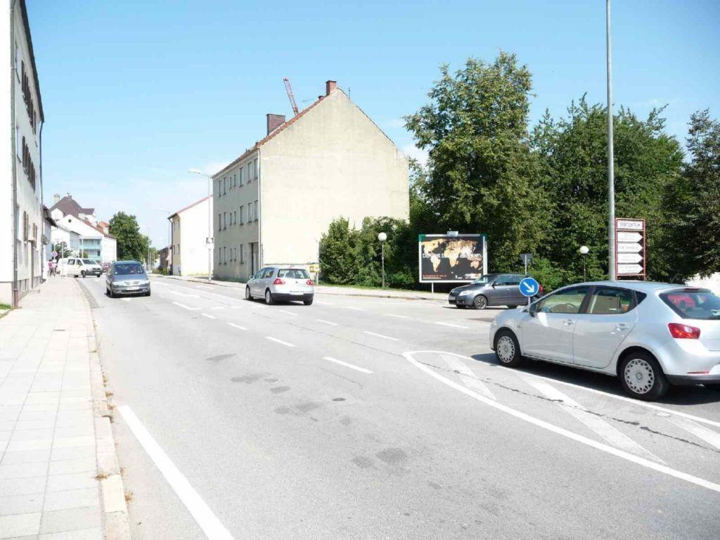Pfarrkirchener Str. 32/Einfahrt Parkplätze Schulzentrum