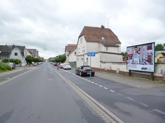 Hanauer Landstr. nh. 95a gg./ Am Bahnhof, Bahnübergang
