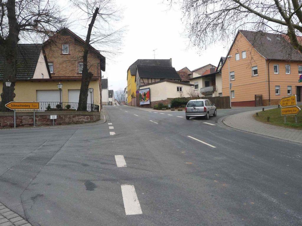 Röllfelder Straße gg. 12 / Neugasse gg. Gasthof