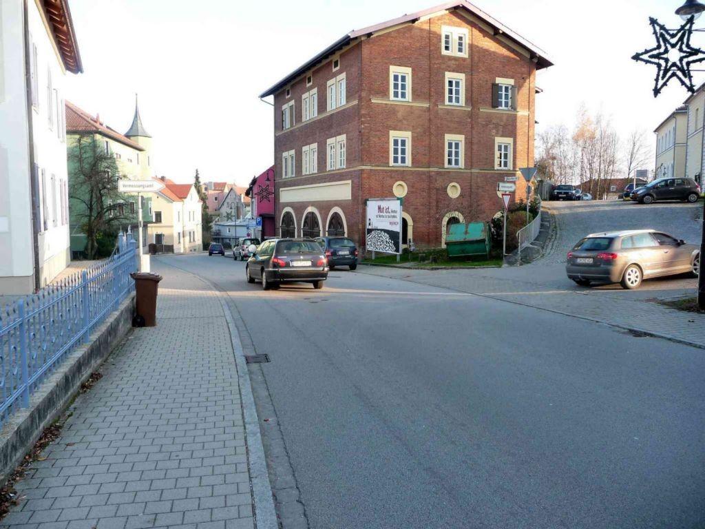 Pfarrkirchner Straße 9 / Maria-Ward-Straße