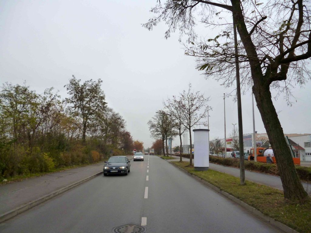 Posener Straße vor Möbel Wanninger   3,0 x 3,80 m