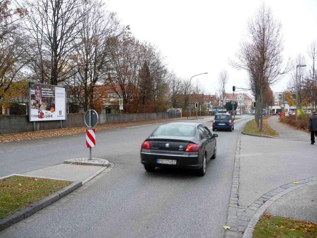 Altöttinger Str. nh. 2, Bush.gg.(P)REWE-Markt/Pfr.-Lebb-Str.