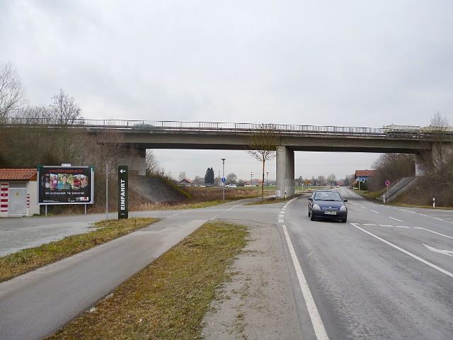 Harburger Straße gg.Auf-/Abfahrt B 20, nh. Mc Donald's