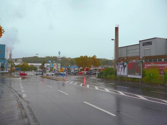 Weichertstraße, B 26 gg. Mercedes nh./Schönbornstr., B 26