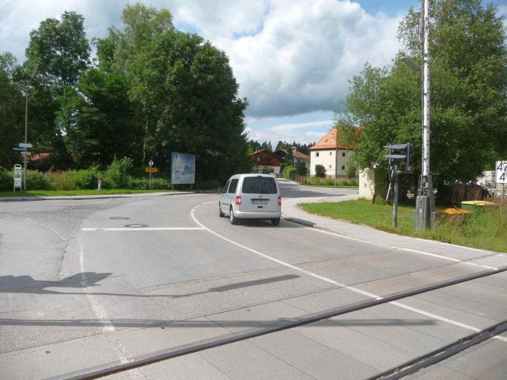 Piesenkamer Straße / Reutbergstr. nh. Bahnübergang
