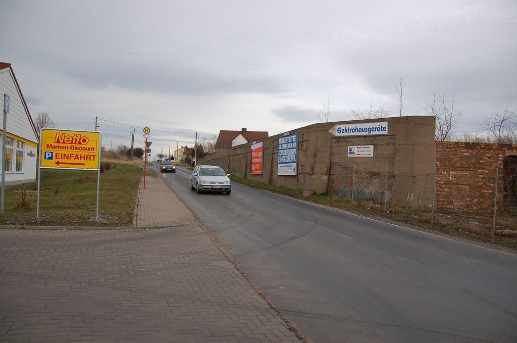 Hallesche Str. 1-4/Zufahrt Netto (geg. Einfahrt)