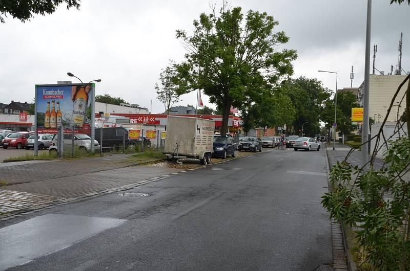 Eschenstr. 120 /Rewe/Einfahrt (Sicht Trinkgut)