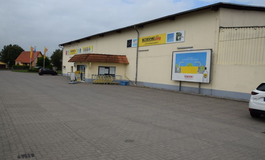 Stavenhagener Str. 31 /Getränkeland Heidebrecht (neb. Eing)