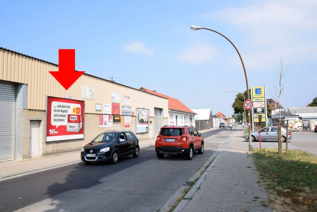 Kalterer Str/geg.Nr.21a/geg. Edeka/Ein-und Ausfahrt (Sto. 3)