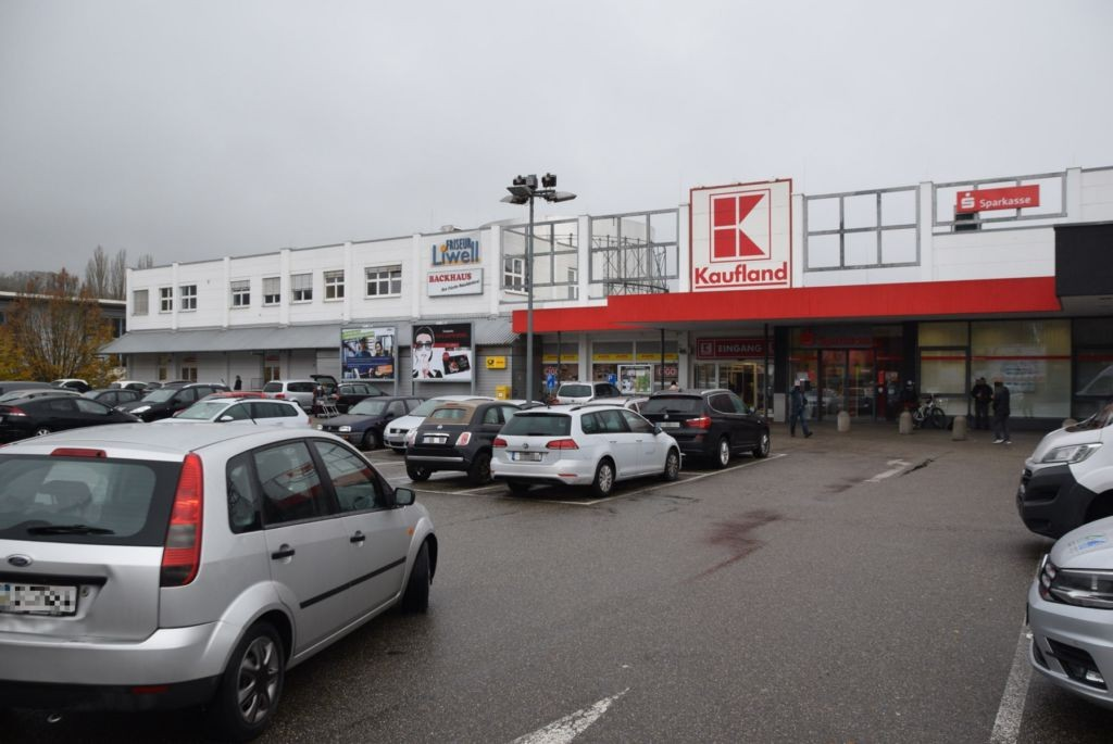 Hohwiesenweg 2 /Kaufland/lks vom Eingang