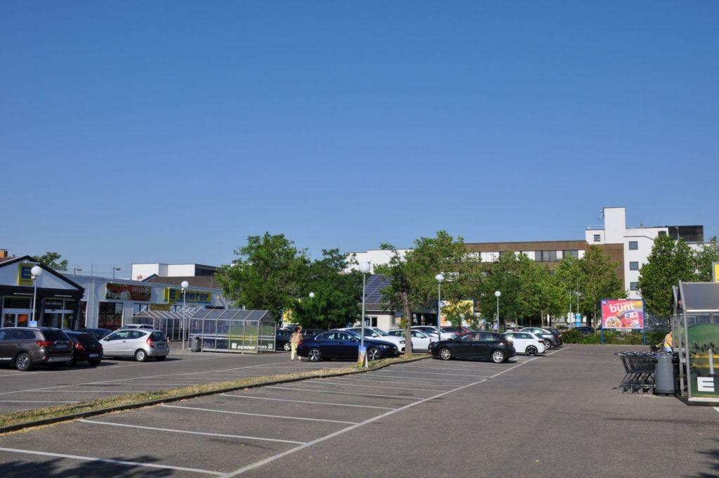 Seckenheimer Landstr. 246 /E-center/rts vom Eingang (rts)