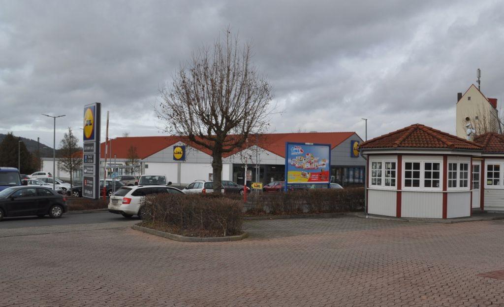 Am Bahnhof 3-5 /Lidl+Rewe/nh. Einfahrt (Sicht Rewe)