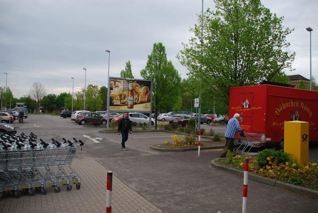 Josef-Gesing-Str. 6 /Kaufland/geg. Eingang/Sicht Eingang
