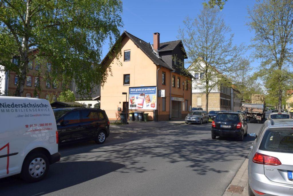 Madamenweg 57/Kiosk (quer am Giebel)