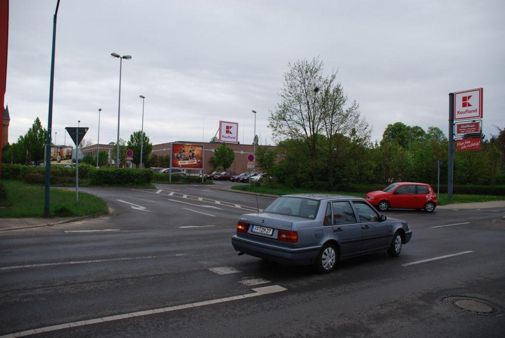 Josef-Gesing-Str. 6 /Kaufland (quer zur Einfahrt)