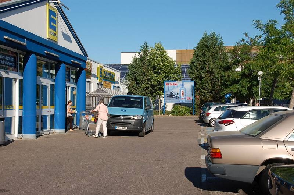 Seckenheimer Landstr. 246 /E-center/rts vom Eingang (lks)