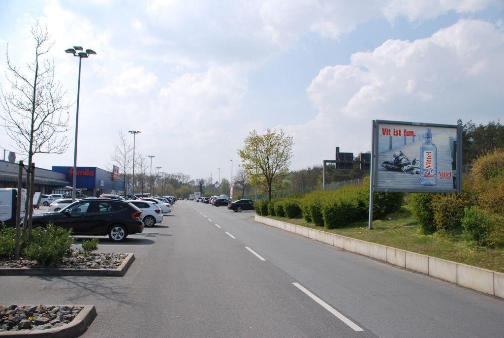 Hansestr. 1 /Famila/lks vom Eingang/lks (Sicht Einfahrt)