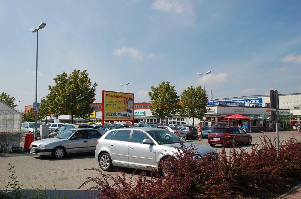 An der Prießnitzaue 1-3 /Kaufland/geg. Eing (Sicht Eingang)