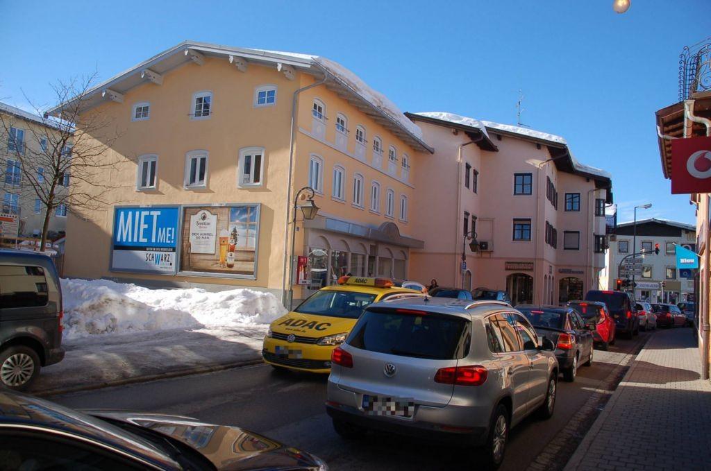 Münchner Str. 5/B 13 (quer am Giebel)