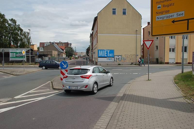 Martin-Luther-Str. 33/Westring (quer zur Martin-Luther-Str)