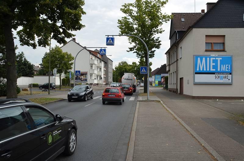 Mengeder Str. 45/Zufahrt Lidl (quer am Giebel)