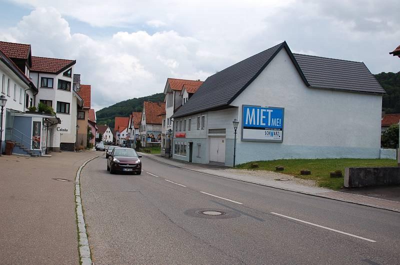 Hauptstr. 16/B 32 (quer am Giebel)
