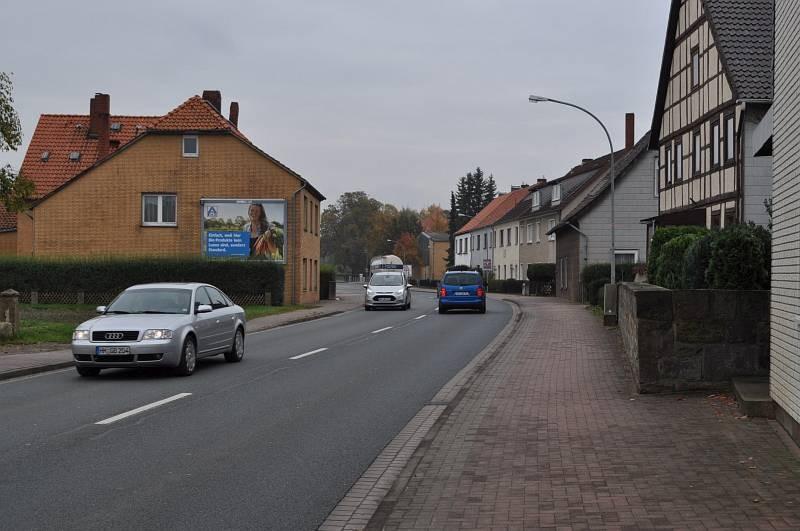 Auhagenstr. 73/B 1 (quer am Giebel)