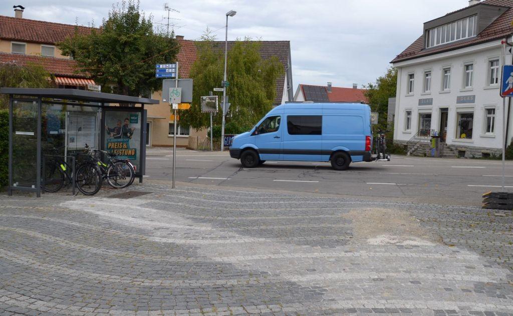 Thingoltstr/Am Brunnen (Dorfplatz) -innen (Fahrradständer)