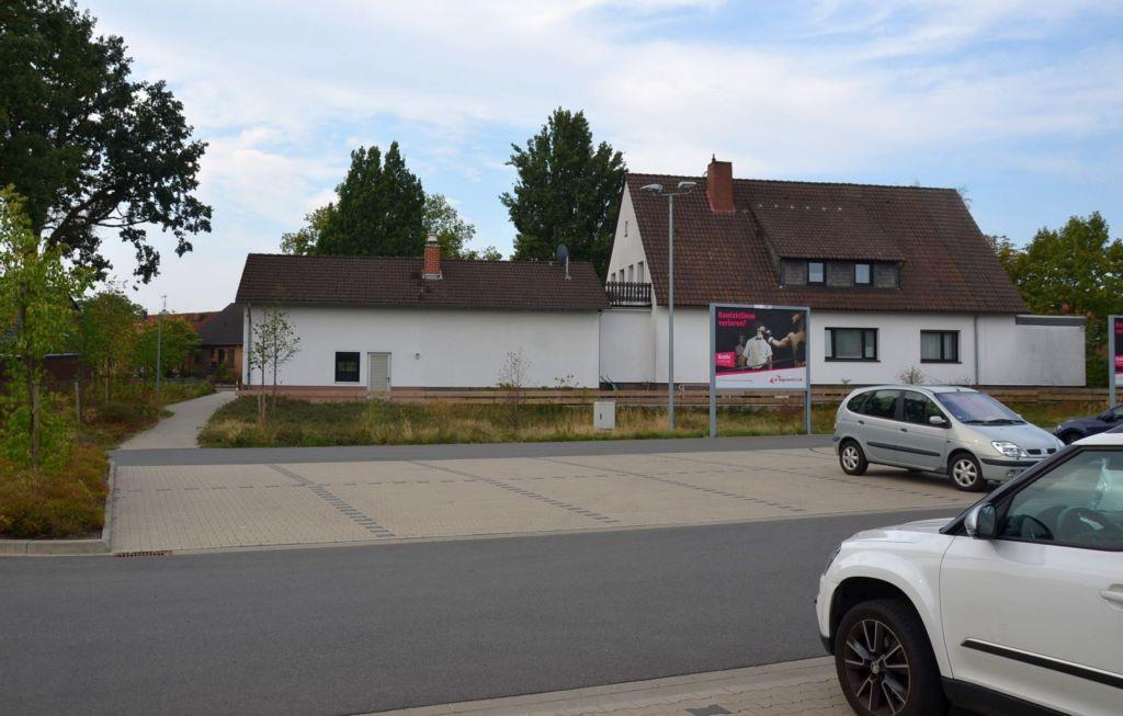 Gifhorner Str. 13 /Edeka/rts von Einfahrt (lks)