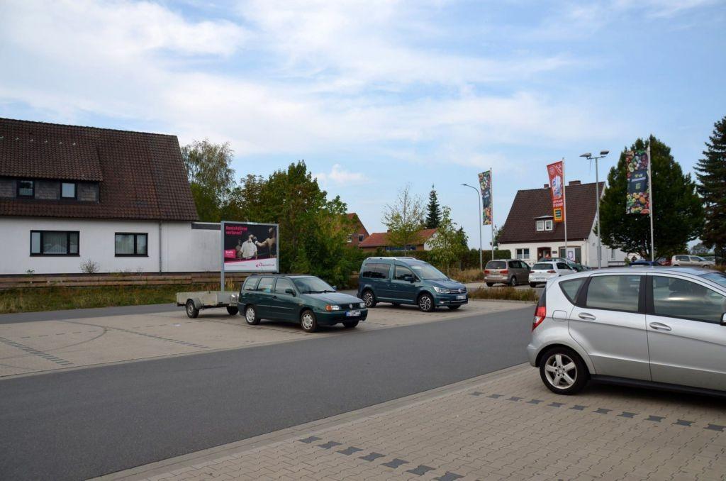 Gifhorner Str. 13 /Edeka/rts von Einfahrt (rts)