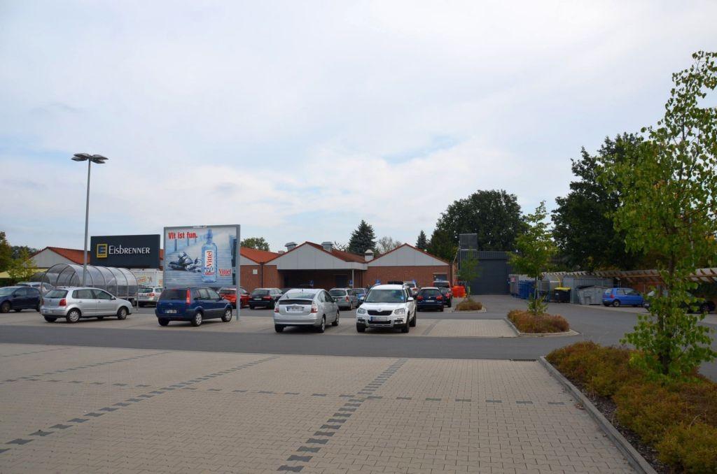 Gifhorner Str. 13 /Edeka/geg. Eingang/Sicht PP (rts)