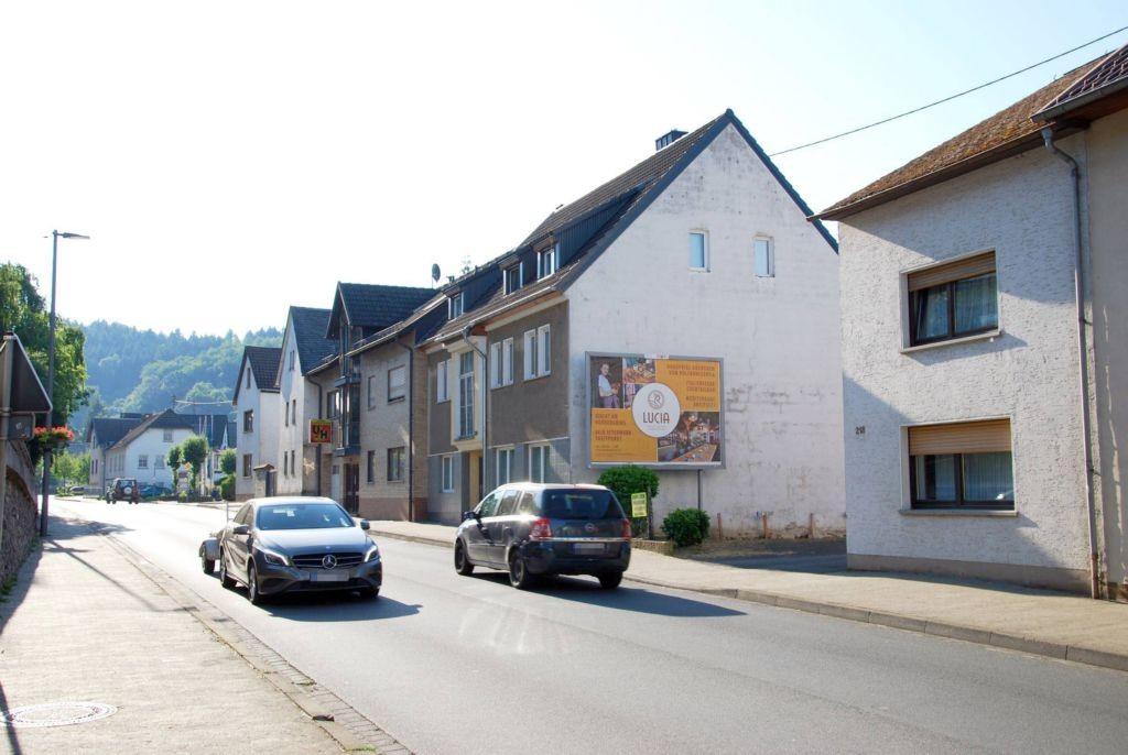 Hauptstr. 218 (quer zur B 257)