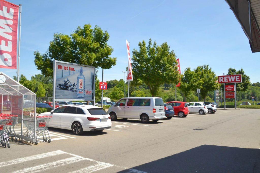 Robert-Bosch-Str. 2 /Rewe/geg. Eingang (rts)