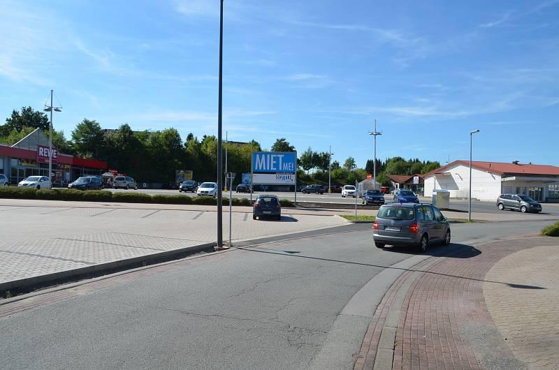Bruchweg 1 a /Rewe/lks vom Eingang (Sicht Straße)
